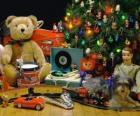 Nett Weihnachten Geschenke unter dem Weihnachtsbaum