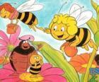 Maya flog zusammen mit dem Lehrer Cassandra tragen ein Glas Honig jeden, während Wili ihren Freunden und Kurt grüßen