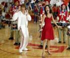 Gabriella Montez (Vanessa Hudgens) Troy Bolton (Zac Efron) singen und tanzen