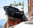 Große Schiff von Waren im Hafen gebunden
