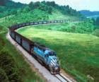 Güterzug mit vielen Autos
