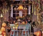 Veranda für Halloween dekoriert