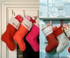 Mehrere hängen Weihnachten Strümpfe voller Geschenke