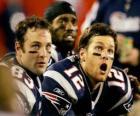 American Football-Spieler auf der Bank sitzen