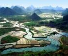 Rural China, den Fluss und Reisfeldern