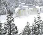 gefrorenen Fluss im Winter