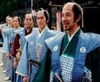 Samurai mit traditioneller Kleidung, weite Hosen und Kimono
