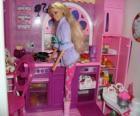 Barbie in der Küche