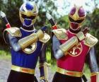 Donner Ranger sind ein Duo Crimson und Navy