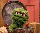 Oscar in seinem Mülleimer