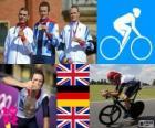 Podium Straße Einzelzeitfahren herren, Bradley Wiggins (Vereinigtes Königreich), Tony Martin (Deutschland) und Christopher Froome (Großbritannien) - London 2012-