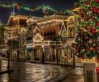 Straße dekoriert zu Weihnachten