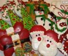 Schöne Weihnachtsbiskuite verschiedener Formen