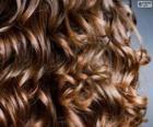 Welliges Haar