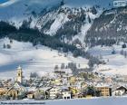 Verschneite Dorf