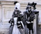 Zwei elegante Kostüme