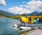 Wasserflugzeug Doppeldecker gelb