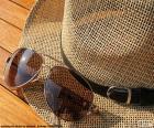 Sonnenbrille und Hut