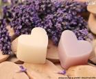 Zwei Herzen mit Lavendel