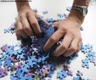 Mischen Sie die Teile des Puzzles