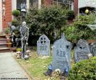 Garten dekoriert für Halloween