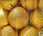 Goldene Bälle zu Weihnachten