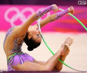 Rhythmische Sportgymnastik mit reifen puzzle