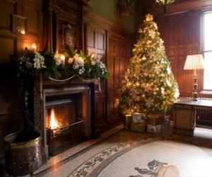 Schöne Feuerstelle für Weihnachtsfeiern dekoriert puzzle