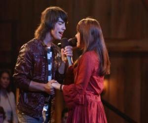 Shane (Joe Jonas) mitsingen Mitchie Torres (Demi Lovato) in Final Jam puzzle