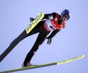 Skifahrer in der mitte des fluges durch einen sprung aus einem trampolin puzzle