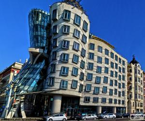Tanzendes Haus, Prager puzzle