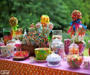 Tisch voller Leckereien, einen Geburtstag zu feiern puzzle