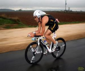 Triathlet in der Rad - puzzle