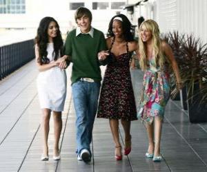 Troy Bolton (Zac Efron) mit ihrer freundin Gabriella Montez (Vanessa Hudgens), Taylor (Monique Coleman) und Sharpay Evans (Ashley Tisdale) puzzle