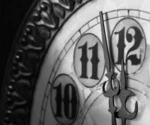 Uhr am Rande der Mitternacht puzzle