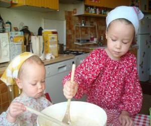 Vorbereitung der kinder einen kuchen als überraschung, geschenk für mama puzzle
