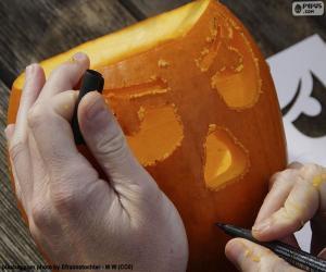 Vorbereitung des Kürbis Halloween puzzle