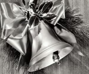 Weihnachten Glocke verziert mit Stechpalmenblätter und ein Band mit einem großen Bogen puzzle