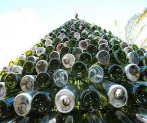 Weihnachtsbaum gemacht von 5.000 recycelten Flaschen puzzle