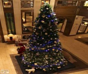 Weihnachtsbaum mit funkelnden Ornamenten verziert puzzle