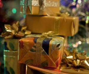 Weihnachtsgeschenke mit dekorativen Beziehungen puzzle