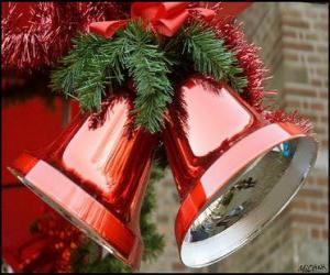Weihnachtsglocken mit einem großen Bogen und Kiefernnadeln puzzle