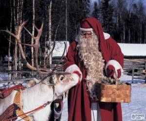 Weihnachtsmann geben feed das Rentier puzzle