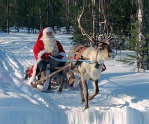 Weihnachtsmann in seinem Schlitten mit einem Rentier im Schnee puzzle