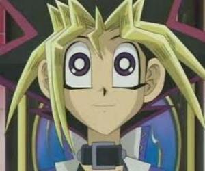 Yugi Moto oder Yugi Muto ist der Junge Protagonist des ersten Abenteuer von Yu-Gi-Oh! puzzle