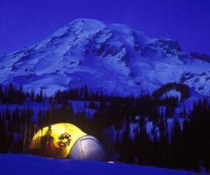 Zelt in den Bergen für die Feiertage puzzle