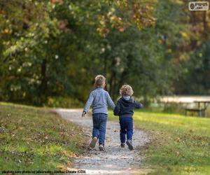 Zwei Brüder laufen puzzle