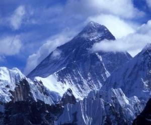 Landschaft von hohen bergen mit schneebedeckten gipfeln puzzle